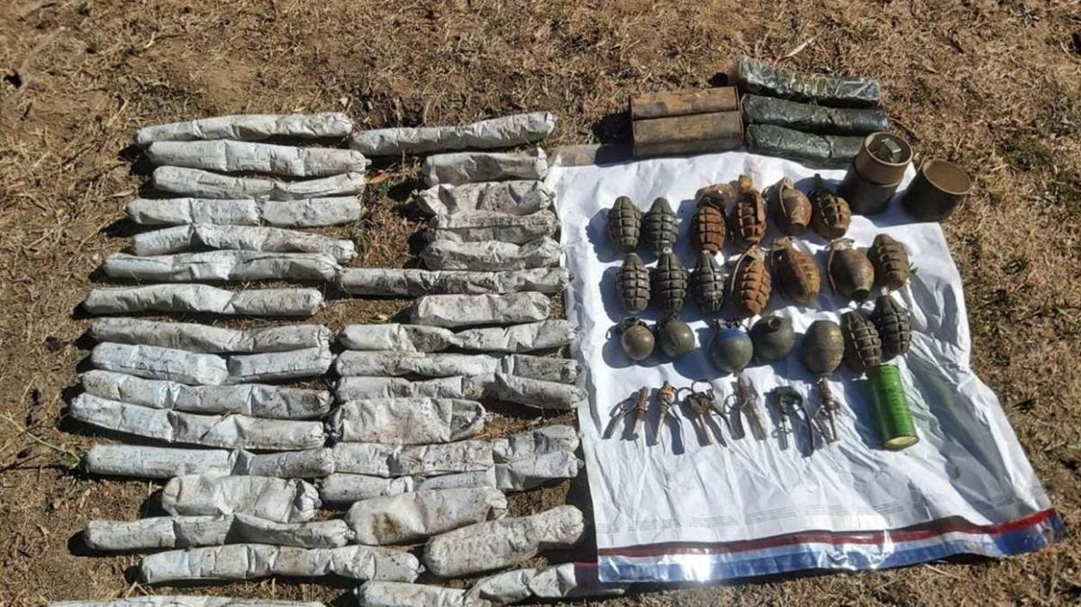 Bitlis'te terör yuvalarına operasyon... 22 el bombası ele geçirildi