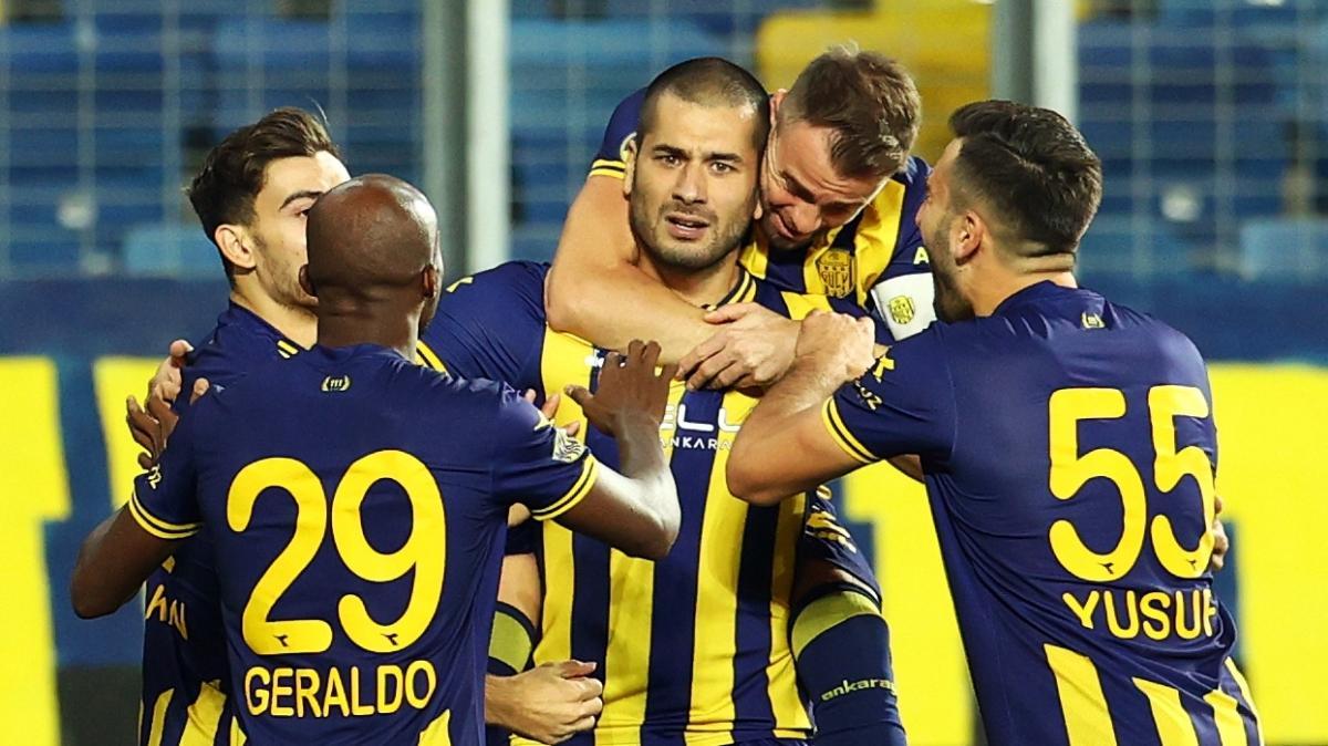 Eren Derdiyok Ankaragücü'nün gol yükünü sırtlıyor