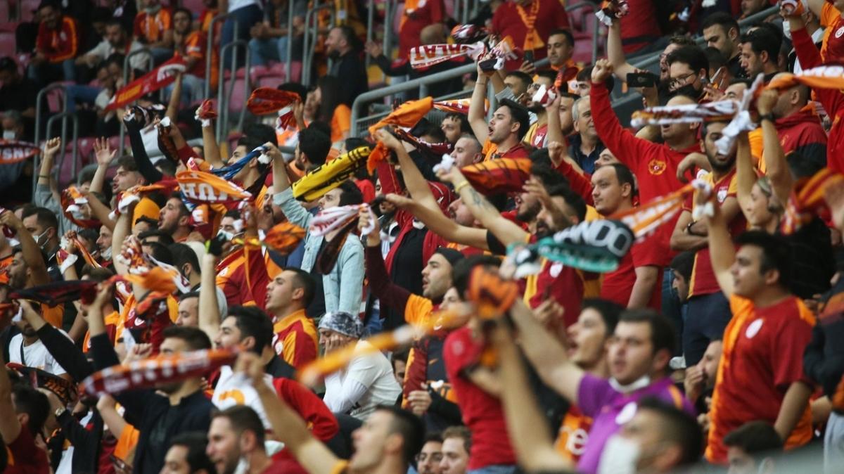 Galatasaray taraftarının tepkisi desteğe dönüştü