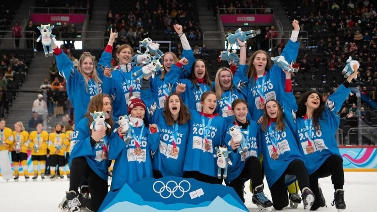 Olimpiyat ödüllü buz hokeyi sporcusu yuvasına geri döndü