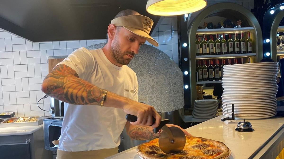 Ramil Guliyev pizza dükkanı açtı