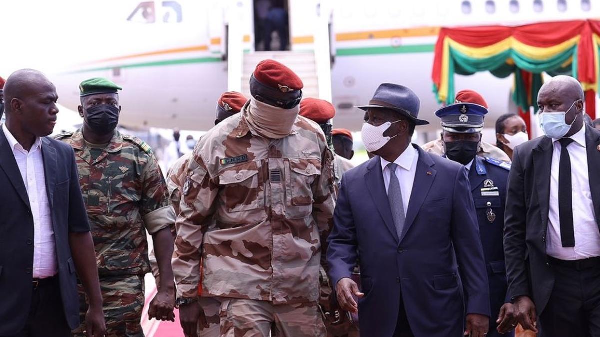 Gine'de cunta, konsey üyelerine seçime girmeyi yasakladı