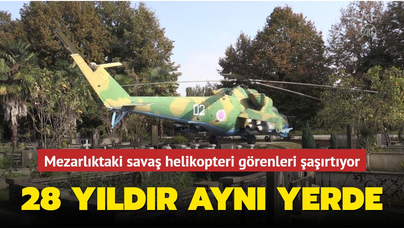 28 yıldır aynı yerde... Mezarlıktaki savaş helikopteri görenleri şaşırtıyor