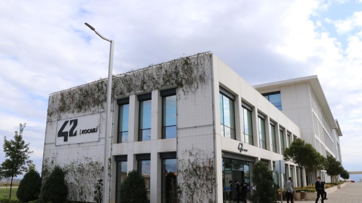 42 Kocaeli Yazılım Okulu Bilişim Vadisi'nde açıldı