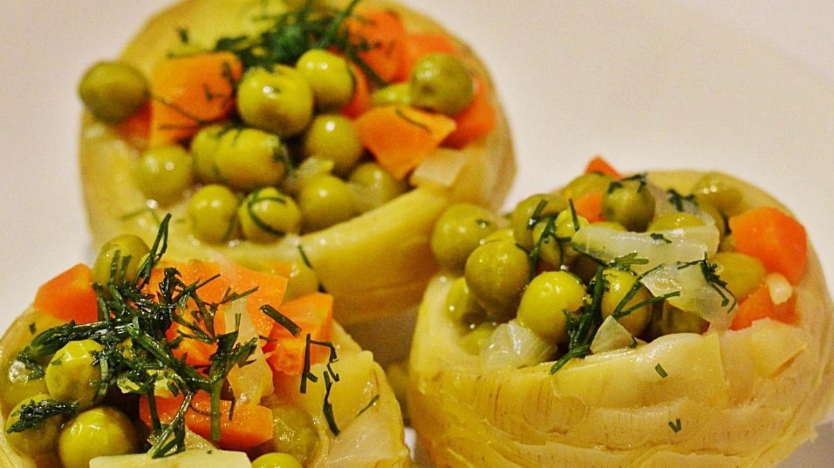 8 dakikada pişen zeytinyağlı enginar yemeği tarifi
