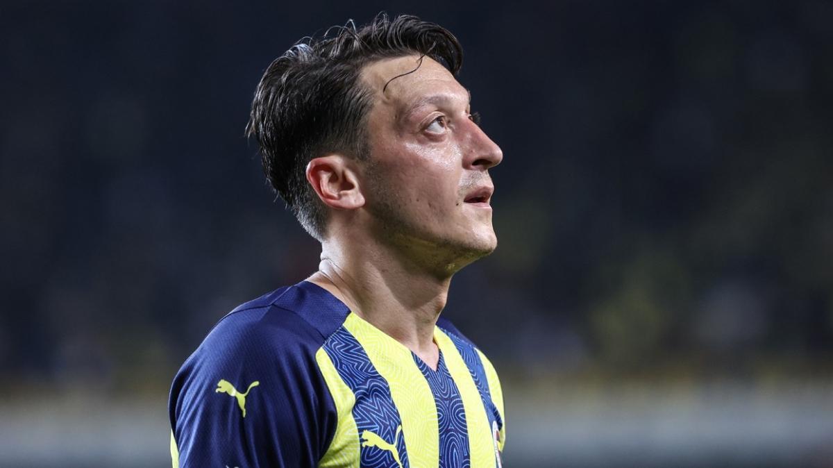 Fenerbahçe'de Mesut Özil şoku yaşanıyor! Son idmana katılmadı