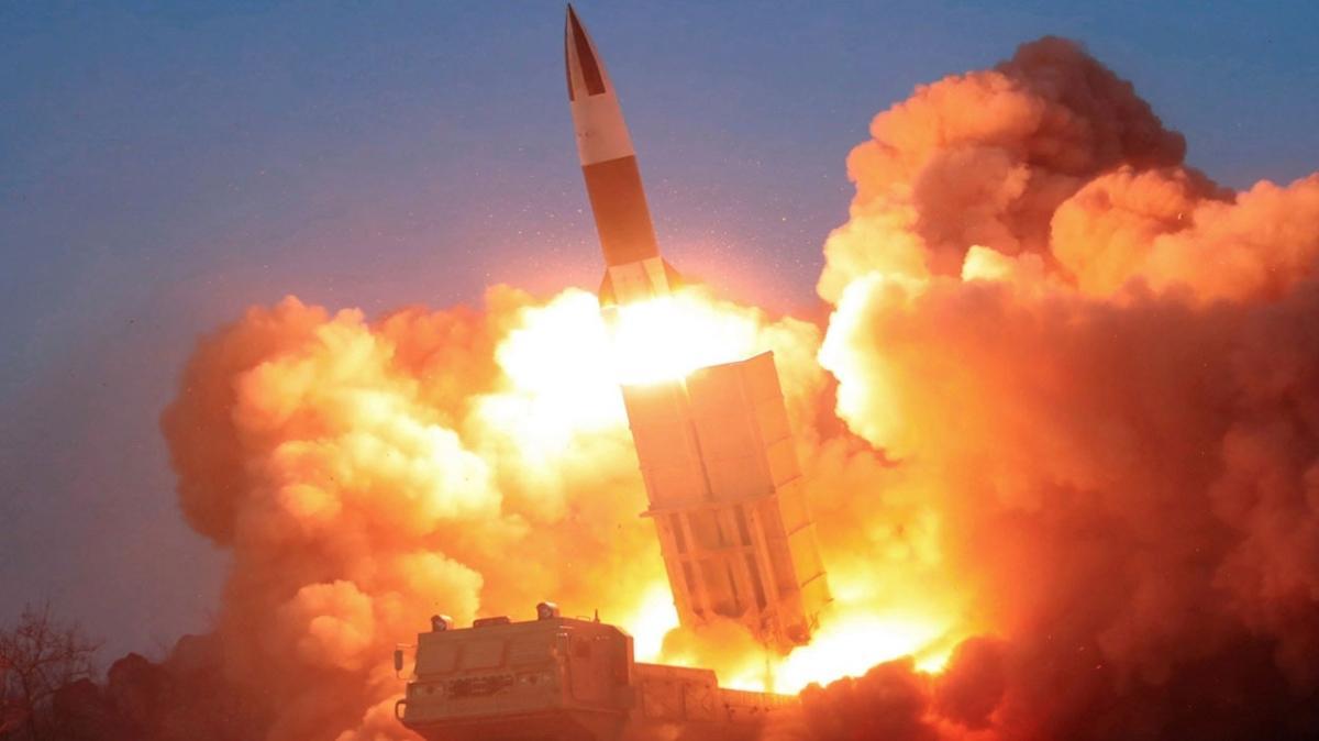 Kuzey Kore, dünkü hipersonik füze testi ile büyük devletlerin silah yarışına katıldığı iddiasında