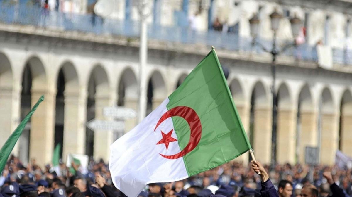 Cezayir ordusu, Fas yakınlarında deniz tatbikatı gerçekleştirdi