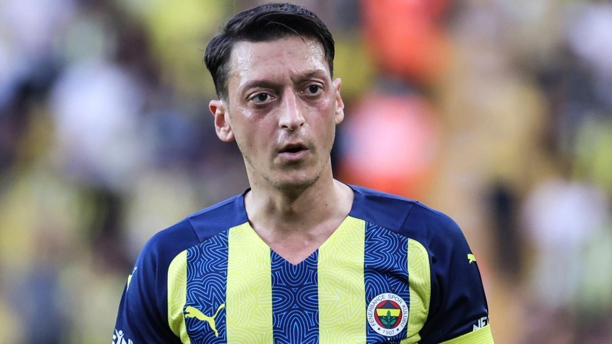 Fenerbahçe'de Mesut Özil, Olympiakos maçı kadrosundan çıkarıldı