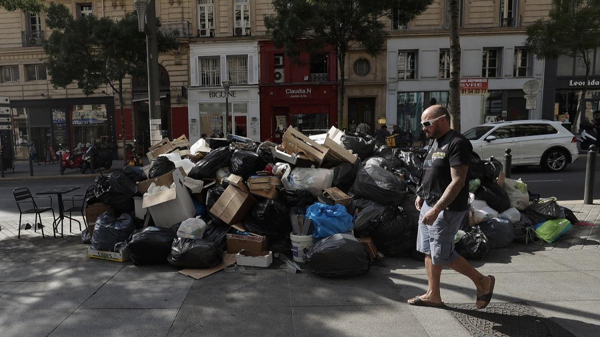 Fransa'nın Marsilya kentinde, temizlik görevlileri greve gitti