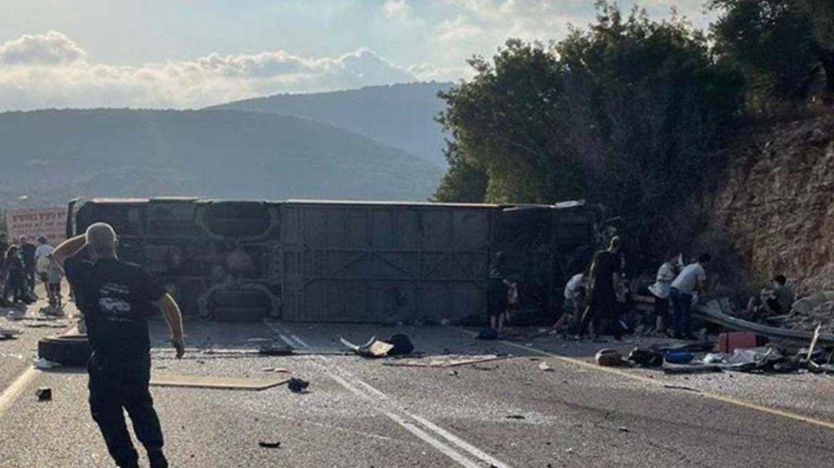 İsrail'de otobüs devrildi: En az 5 ölü 47 yaralı var