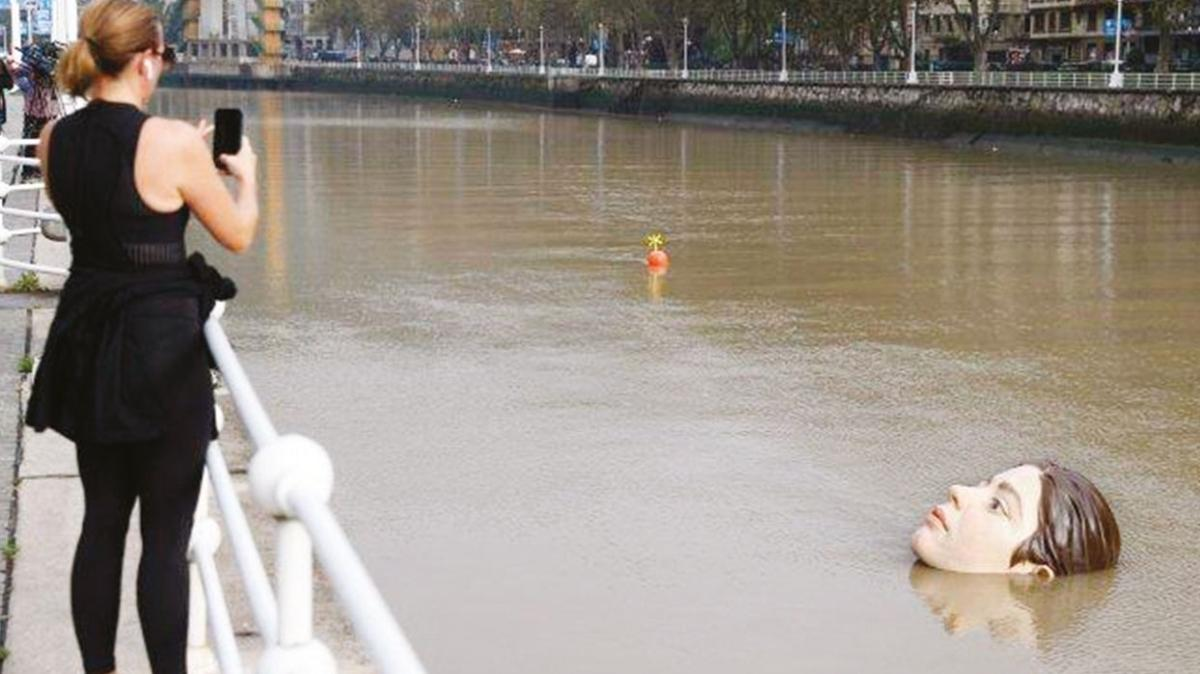Nehirde hiperrealist bir boğulma