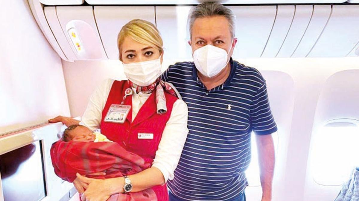 ABD basını uçakta doğum yaptıran Türk cerrahın peşinde