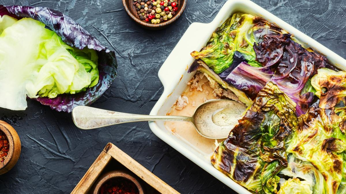 Bir tabakla doyamayacağınız beşamel soslu sebze graten tarifi!