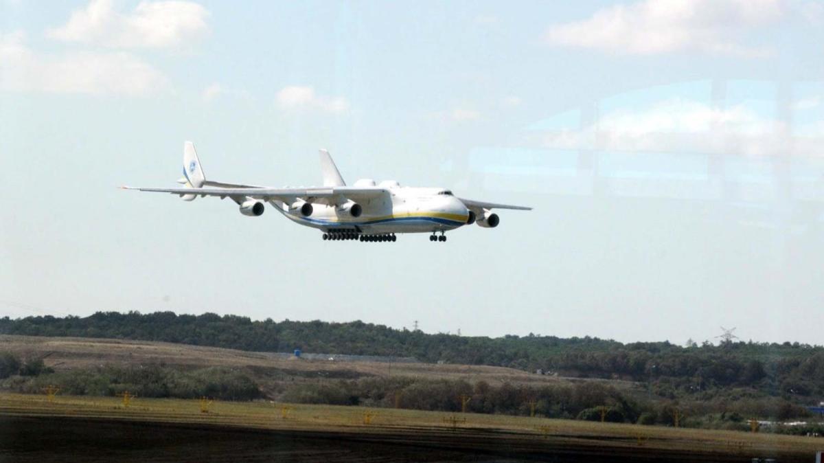 Dünyanın en büyük kargo uçağı İstanbul Havalimanı'na indi