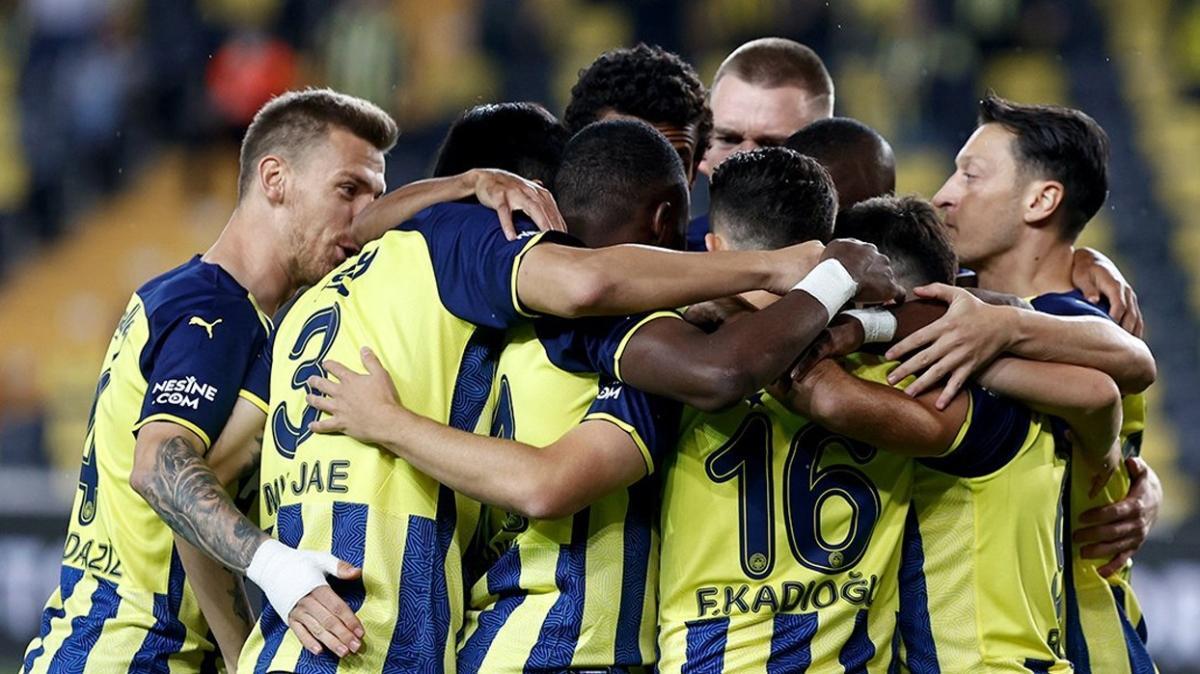 Fenerbahçe'de genç yıldıza 5 yıllık imza attırılıyor