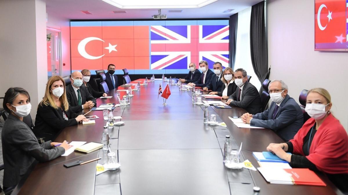 Milli Eğitim Bakanı Özer, İngiliz Büyükelçi Chilcott'u  kabul etti