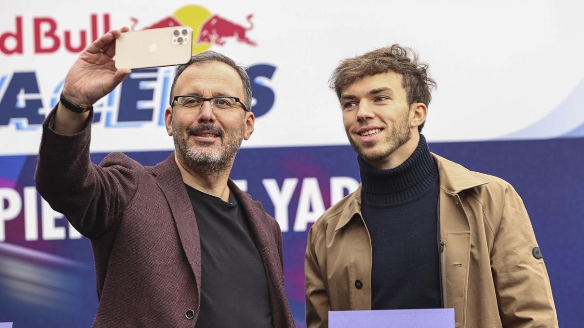 Bakan Kasapoğlu ile Pierre Gasly Ortaköy'de buluştu