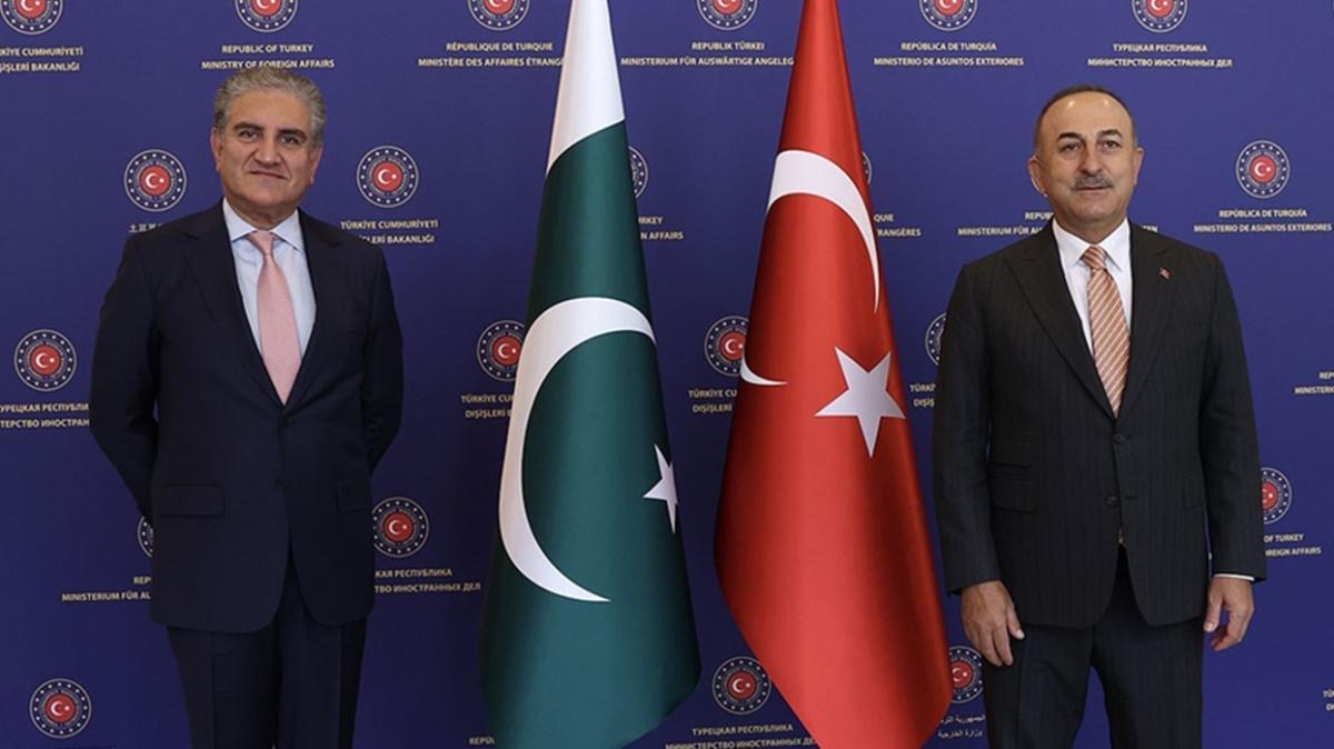 Bakan Çavuşoğlu, Pakistan Dışişleri Bakanı ile görüşme gerçekleştirdi