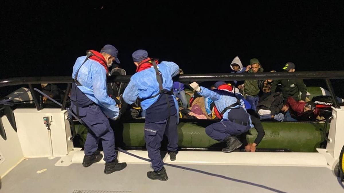 İzmir'de 28 göçmen yakalandı