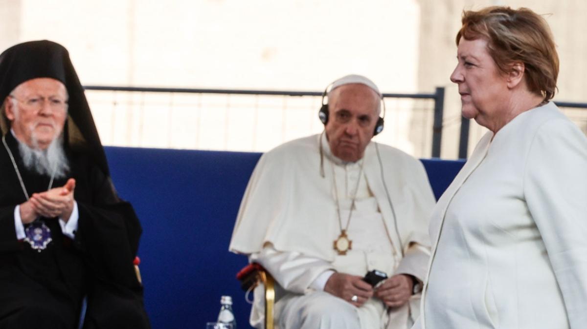 Merkel'den İtalya ve Vatikan'a veda