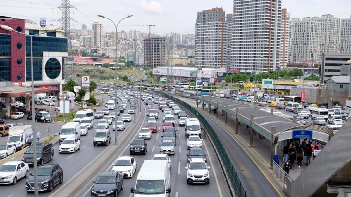 İstanbul'da akşam saatlerinde trafik yoğunluğu yaşanıyor