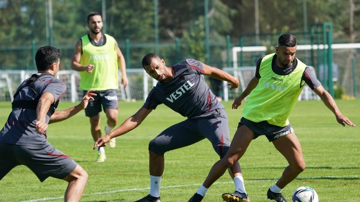 Kuvvet ve pas çalışan Trabzonspor, Fenerbahçe maçının hazırlıklarını sürdürdü