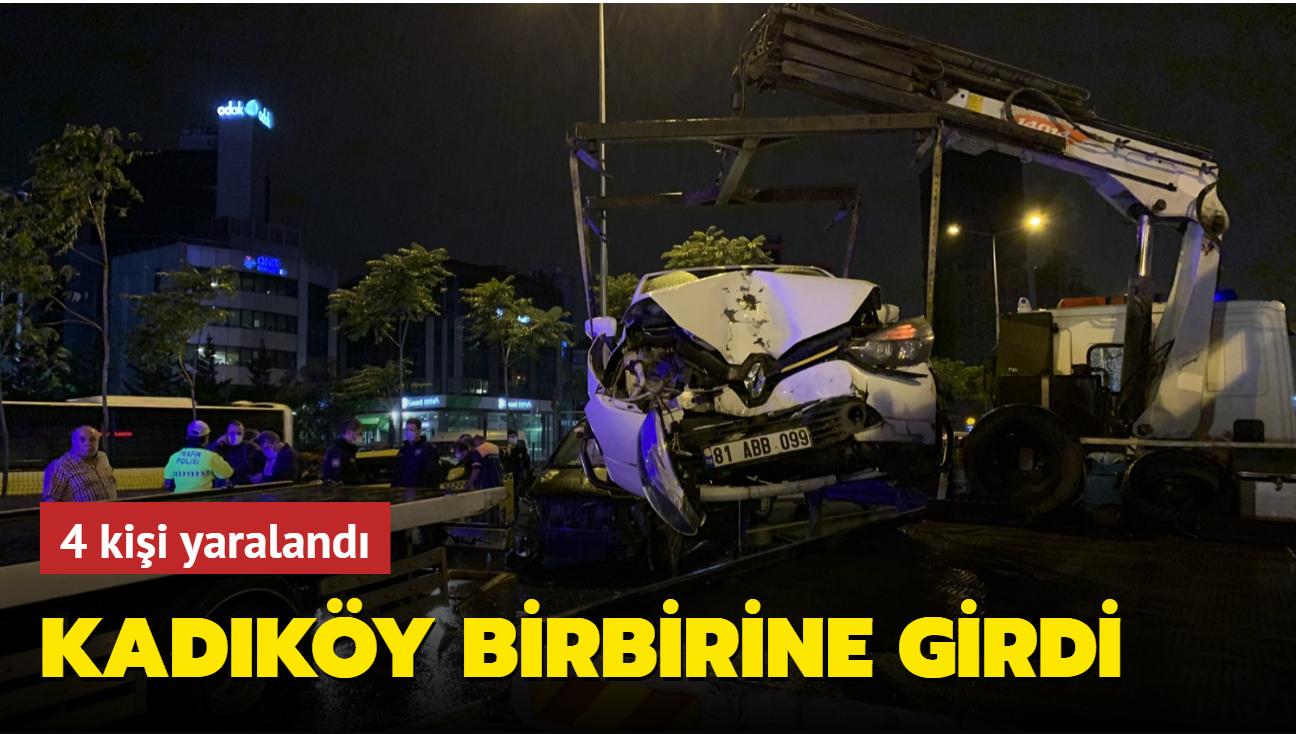 Kadıköy'de gerçekleşen zincirleme kazada 4 kişi yaralandı