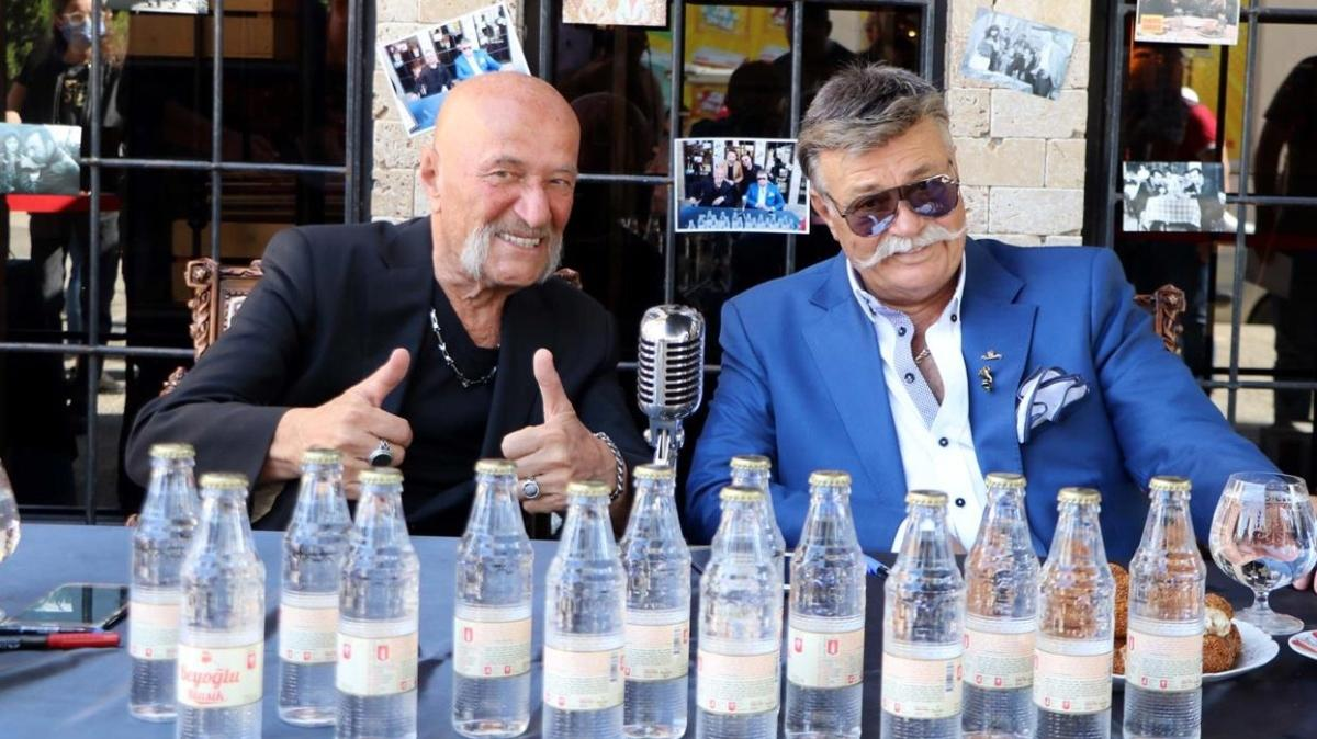 Nuri Alço ve Coşkun Göğen hayranları ile Gaziantep'te bir araya geldi