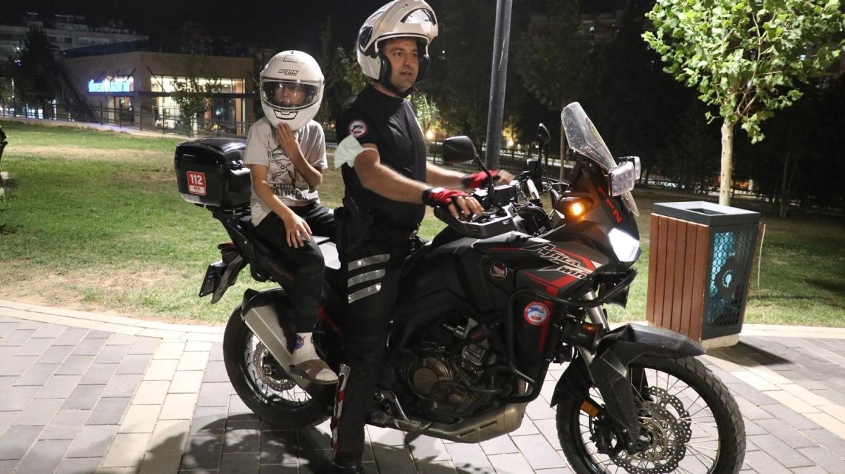 Siirt'te polis ekipleri çocukları kıramadı...Kask takıp motosikletle gezdirdi