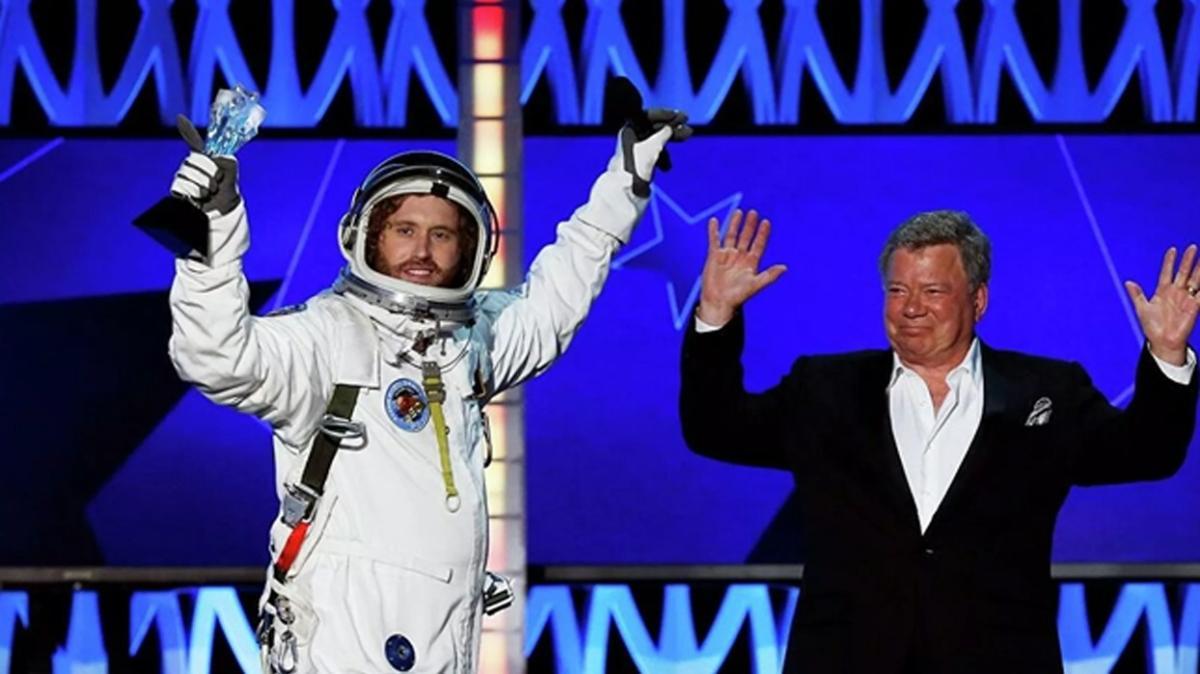 Aktör William Shatner'in uzay yolculuğu ertelendi