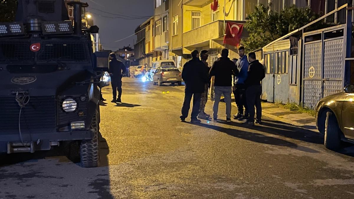 Sancaktepe'de balkondan pompalı tüfekle ateş açan şahıs, 2 bekçiyi yaraladı