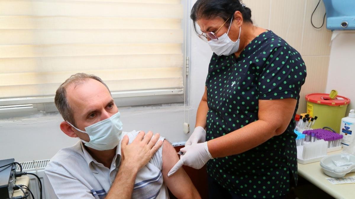 Yerli koronavirüs aşısı TURKOVAC, İzmir'de gönüllülere uygulanmaya başlandı