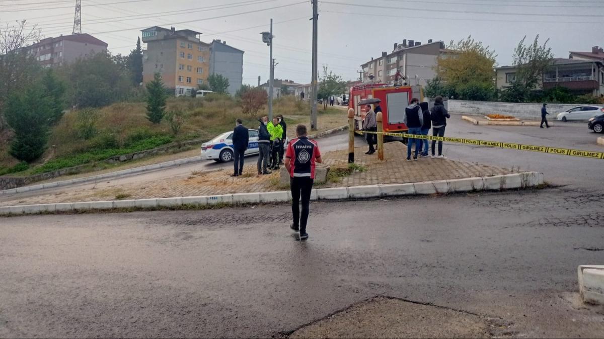 Zonguldak'ta fırtına bir apartmanın çatısını uçurdu