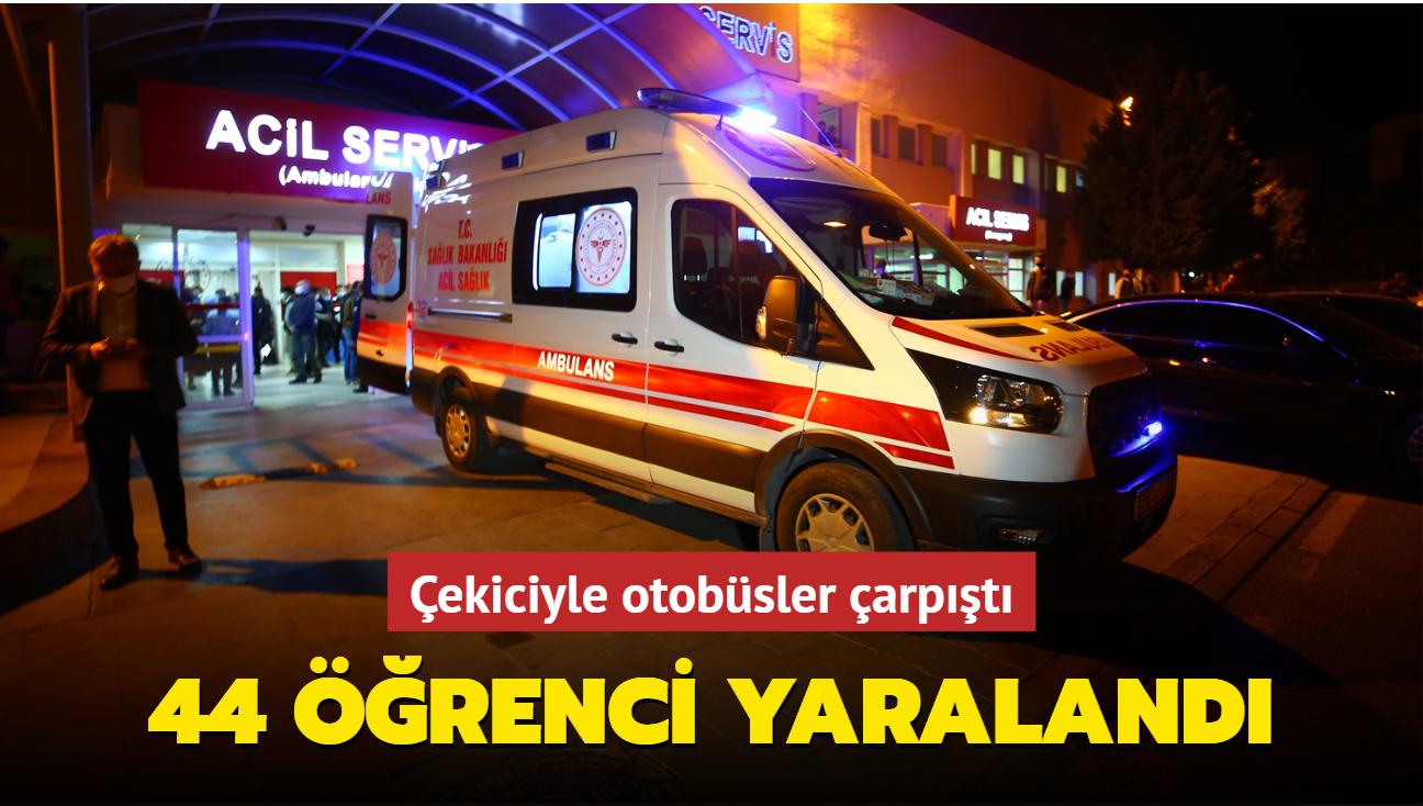 Çekiciyle otobüsler çarpıştı... 44 öğrenci yaralandı
