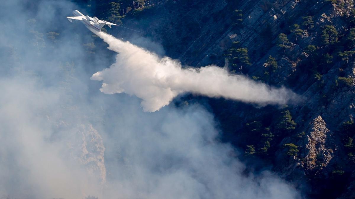 Antalya Kemer'deki orman yangını kontrol altına alındı