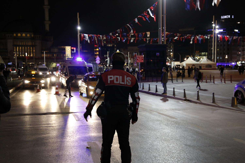 """İstanbul'da """"Yeditepe Huzur Uygulaması""""nda hareketli dakikalar... Taksiciye küfürlü saldırı"""