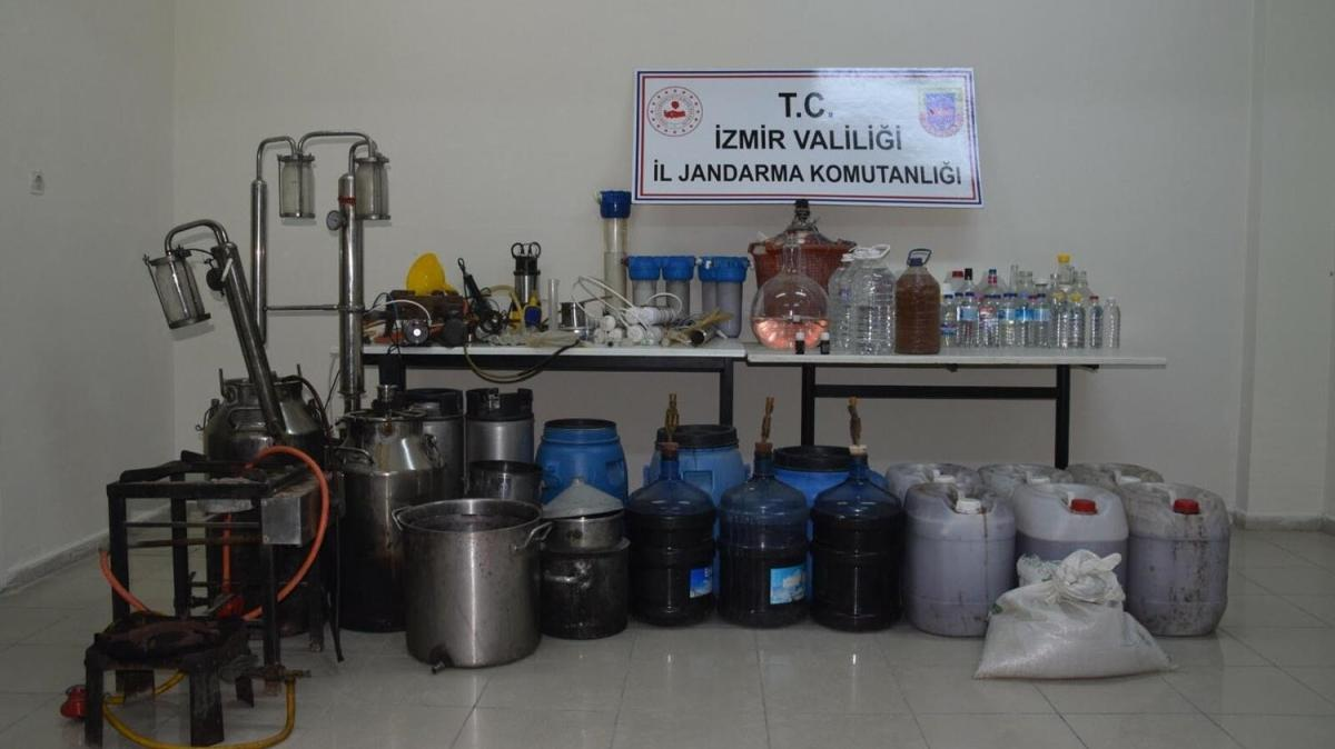 İzmir'de bir evde 363 litre sahte içki ele geçirildi... Aparatlara el konuldu, kişi gözaltına alındı