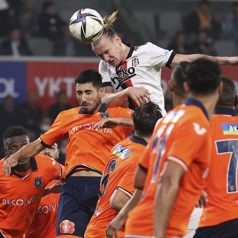 Maç sonu hakeme tepki gösterdi: Karşılaşmanın önüne geçti