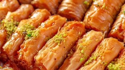 Nefis şerbetli tatlı tarifi: Fıstıklı burma baklava
