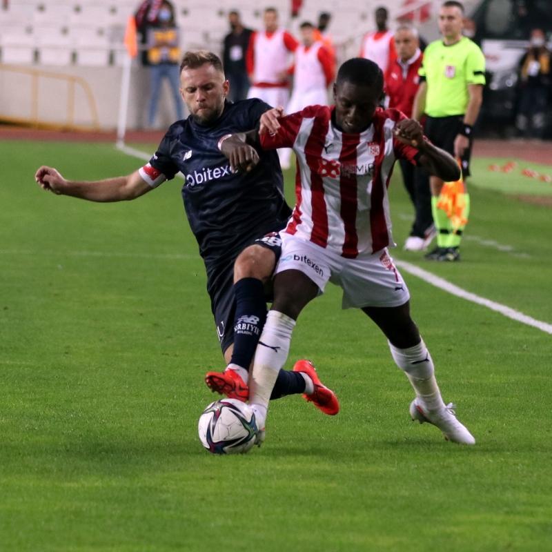 Olaylı maçta kazanan yok! Maç sonucu: Demir Grup Sivasspor-Fraport TAV Antalyaspor: 2-2
