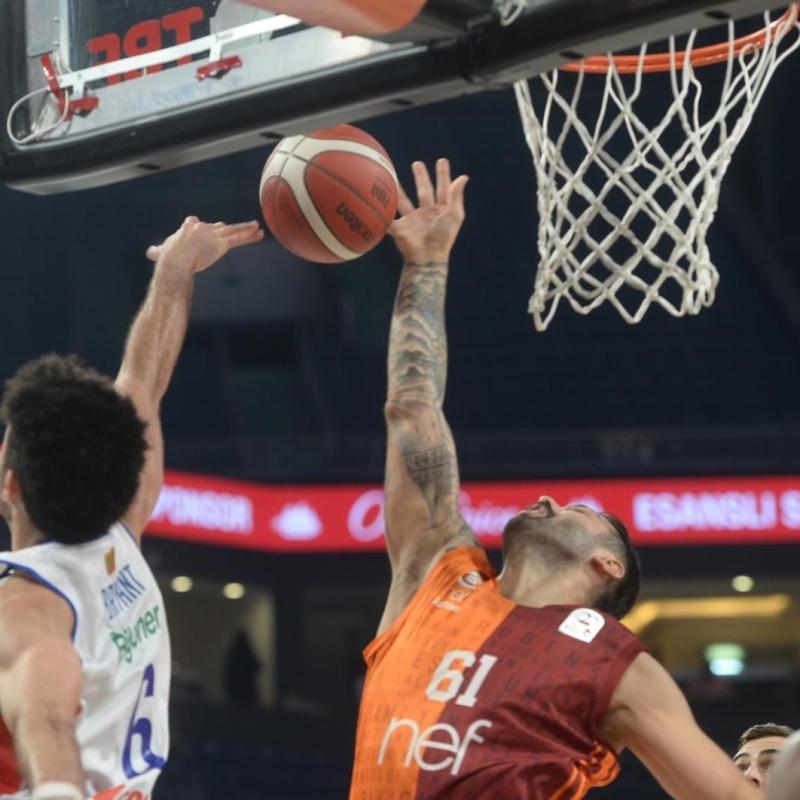 Galatasaray NEF, Anadolu Efes'i devirdi
