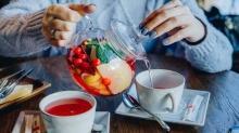 Sağlık için bir fincan çayın tadını çıkarın