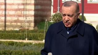 <p>Başkan Recep Tayyip Erdoğan, cuma namazı çıkışı gazetecilerin sorularını yanıtladı. Başkan Erdoğa