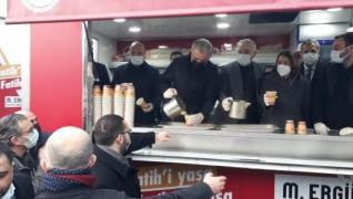 <p>AK Parti İstanbul İl Başkanı Osman Nuri Kabaktepe, partili gençlerle Ayasofya Camii'nde sabah nam