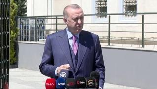 <p>Başkan Recep Tayyip Erdoğan cuma namazı çıkışında gazetecilerin gündeme ilişkin sorularını yanıtl