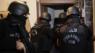 <p>İstanbul'da, terör örgütü DEAŞ'a yönelik 10 ilçede gerçekleştirilen eş zamanlı operasyonda 8 zanl