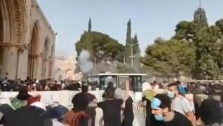 <p>İsrail polisi, işgal altındaki Doğu Kudüs'te bulunan Mescid-i Aksa'da fanatik Yahudilerin baskını