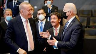 <p>Başkan Erdoğan, NATO Zirvesi'nde toplantı başlamadan hemen önce ABD Başkanı Joe Biden'la bir süre