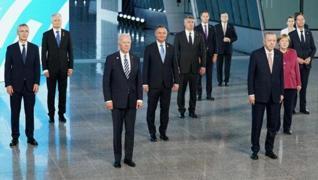 <p>NATO Zirvesi'nde liderler geleneksel aile fotoğrafı için bir araya geldi.</p>